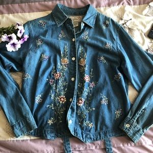 🌸3 for $20🌸New Directions embroidered jeanjacket